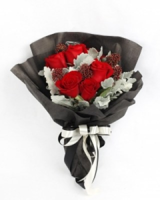 6-roses-in-black-wrap-r13-240x300