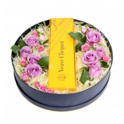 roses_with_veuve_clicquot_yellow_label_champagne_gift_box_2_1